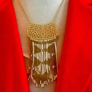 Beautiful tassel necklace white and gold